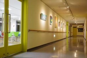 カフェテリア廊下の大学ギャラリー
