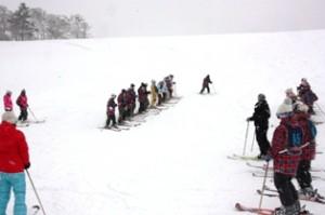 講習開始。初心者はスキー操作に一苦労